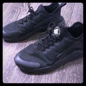 Gently worn Nike Huarache sneakers....👟